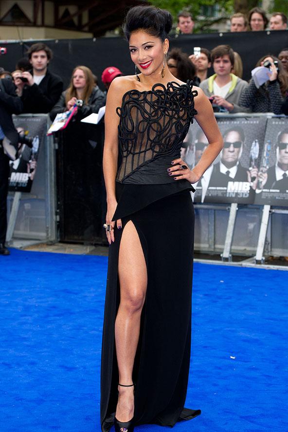 Nicole Scherzinger Wearing Earrings And Multiple Rings In Black Dress On Blue Carpet