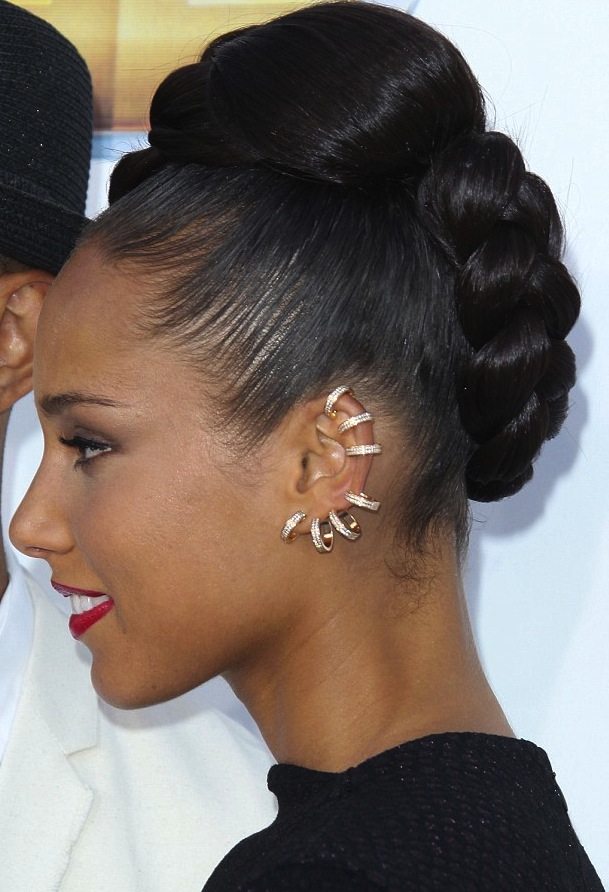 Alicia Keys wearing ear cuff