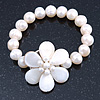 12mm Off White Freshwater Pearl Flex Bracelet With A Mother Of Pearl Central Flower - 17cm L