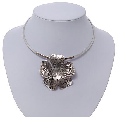 Burn Silver Tone Textured Flower Pendant Choker Necklace - 35cm Length